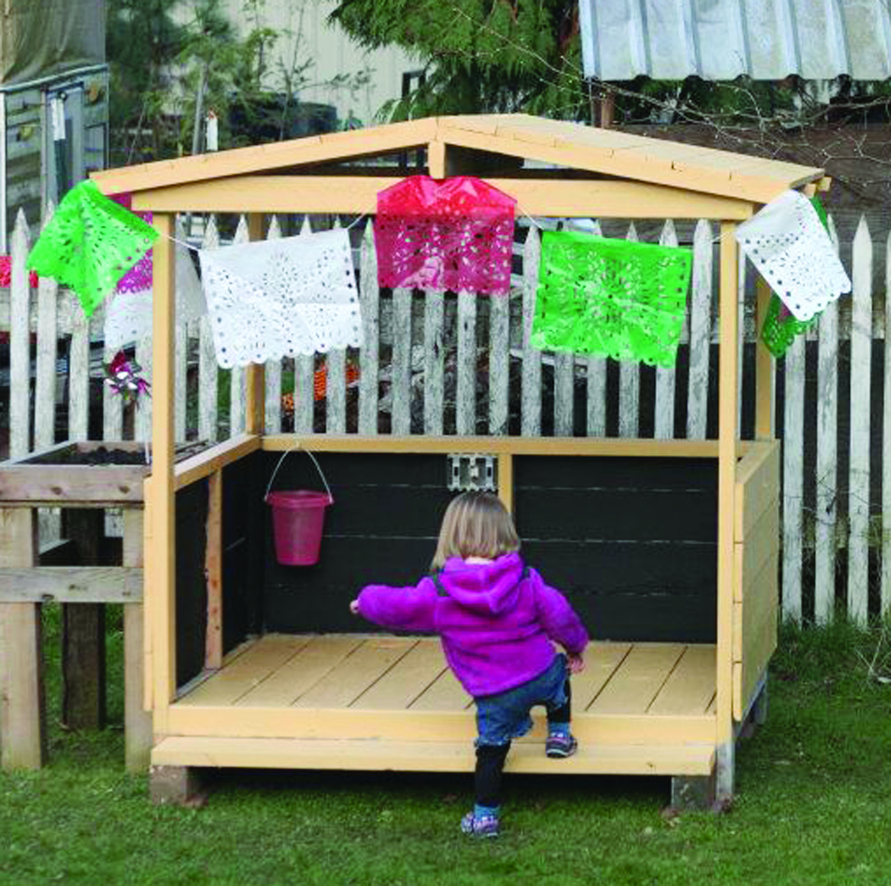 Pallet projects: Reuse every inch of space - Grow Northwest on wood pallet planter plans, wood pallet desk plans, wood pallet shelf plans, wood pallet garden plans, wood pallet bookshelf plans, wood pallet chicken co-op plans, wood pallet greenhouse plans, wood pallet garage, wood pallet carport plans, wood pallet swing plans, wood pallet treehouse plans, wood pallet table plans, wood pirate ship playhouse plans, wood pallet building, pallet house design plans, wood pallet gazebo plans, shed made from pallets plans, wood pallet wine rack plans, wood pallet bench plans, wood pallet fence plans,
